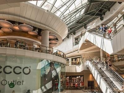 La importancia de la limpieza en centros comerciales