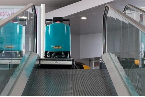 limpieza de escaleras mecanicas