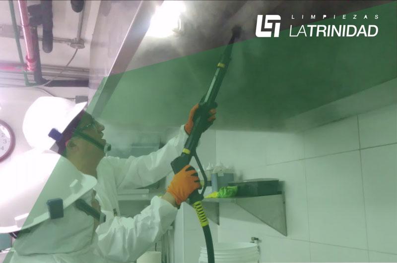 Tipo de limpieza industrial con vapor seco